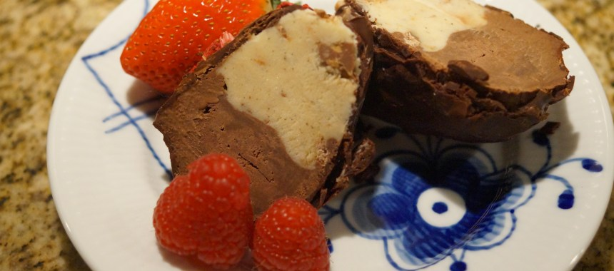 Hjemmelavet Kinderæg – som is (med daim is og chokolade is)