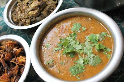 arachivitta sambar,ground coconut sambar