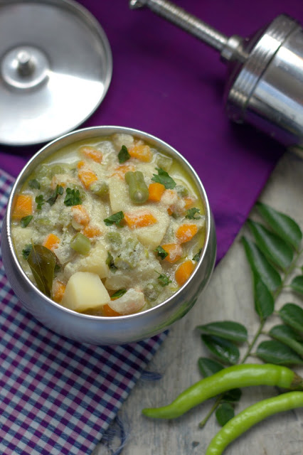 white vegetable kurma, south indian veg stew
