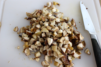 Chopp mushrooms in small pieces of 1cm