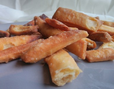 freshly fried kurma cookies