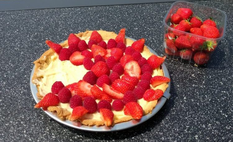 strawberry raspberry creme patissier pie