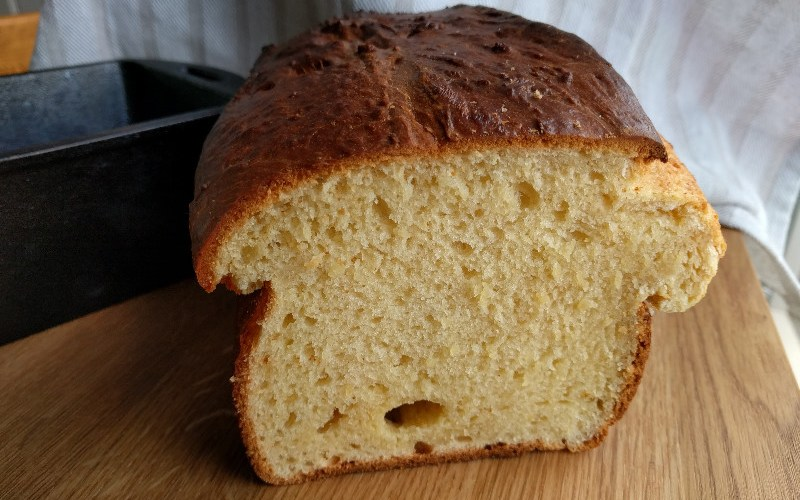 A brioche bread has that fluffy rich texture (see all those small bubbles?) and taste. We discuss the science of brioche breads, what makes it so special? | foodcrumbles.com