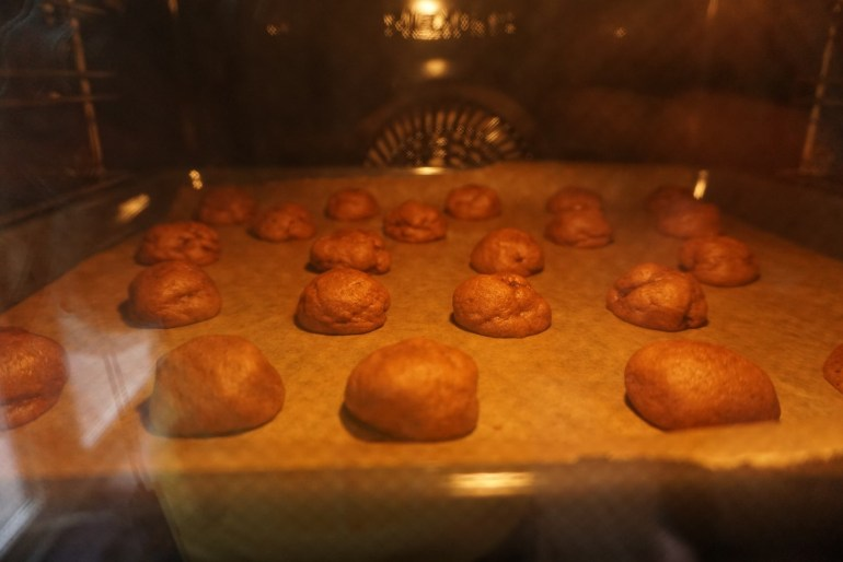what happens in the oven - cookies getting their shape