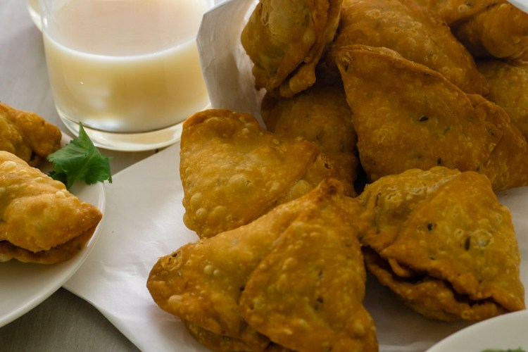 samosas with ptoat pea filling