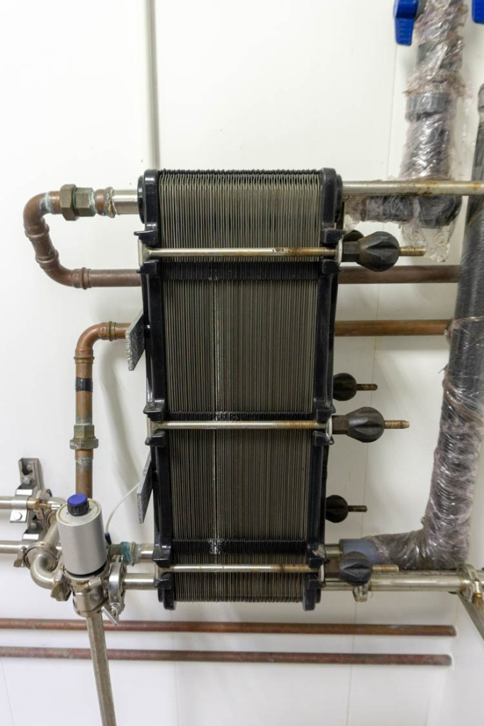 heat exchanger for cooling milk