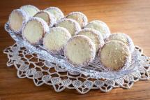Zucker Bakery Dulce de Leche Alfajores
