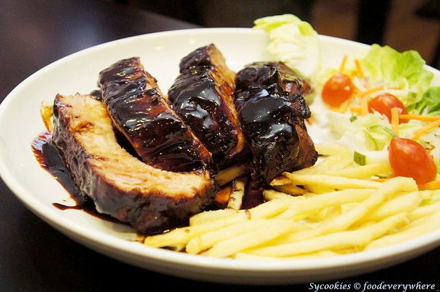 14.A Rack of Ribs with Potatoes & Salad (7)_