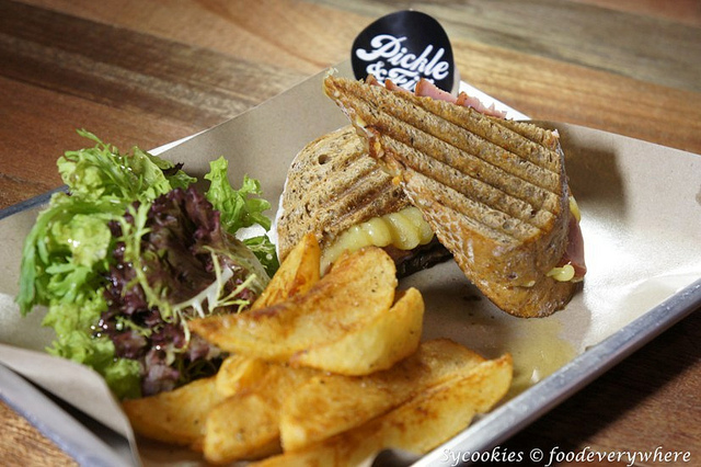 17.Smoked Turkey Roll &Cheddar hot pressed Panini. RM15-Smoked turkey toll + sauteed mushroom + cheddar + infused oil on wholemeal or white bread.