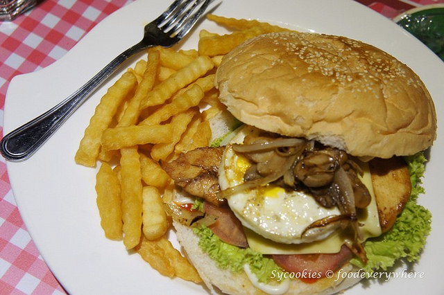 15.pizza gallery-Chicken Burger RM12.90 (4)