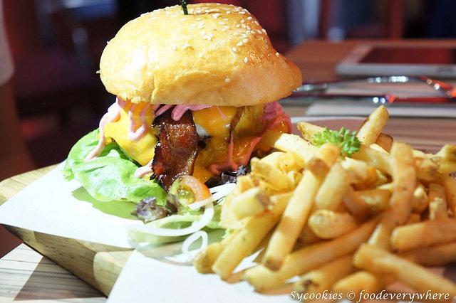 3.grind burger bar -Grind House (1)