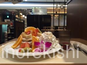 秋葉原ヨドバシAKIBAラーブフードマーケットハワイアンパンケーキメガ盛りフードコート16