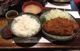 新線新宿デカ盛り豚珍館とんちんかん巨大とんかつ定食大盛りご飯おかわり自由有名人気美味しい豚汁2