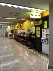 東京ドカ盛りグルメカレーは飲み物ニュー新橋ビル店舗デカ盛り山盛り500gご飯無料トッピングガリ豚ダブル黒い肉赤い鶏ガッツリ系ジャンク感有名人気弁当テイクアウト35