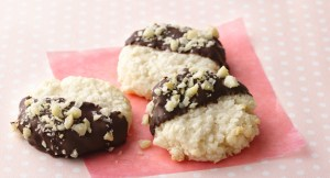 Black and White Macaroons-foodflag