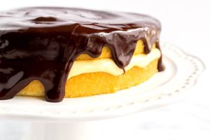 Side shot of a finished Boston cream pie cake.