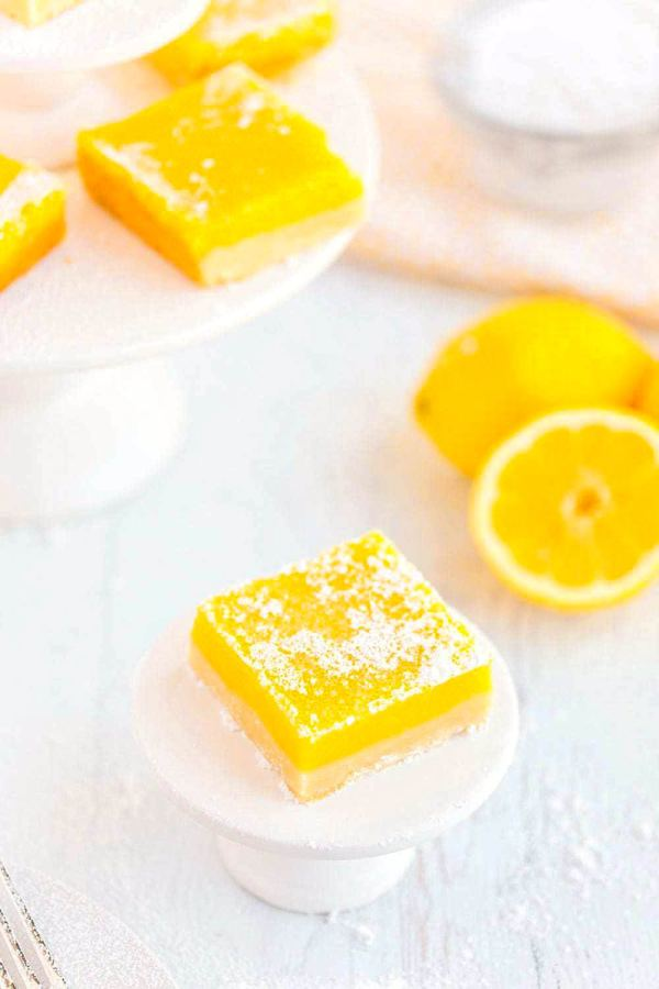 Lemon bar square dusted with powdered sugar.