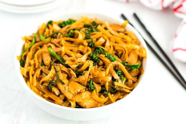 Pad See Ew noodles in bowl.