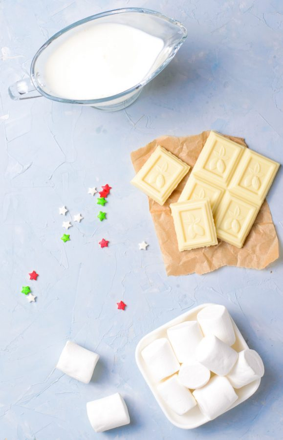 An overhead picture of the ingredients needed to make this white hot chocolate recipe.