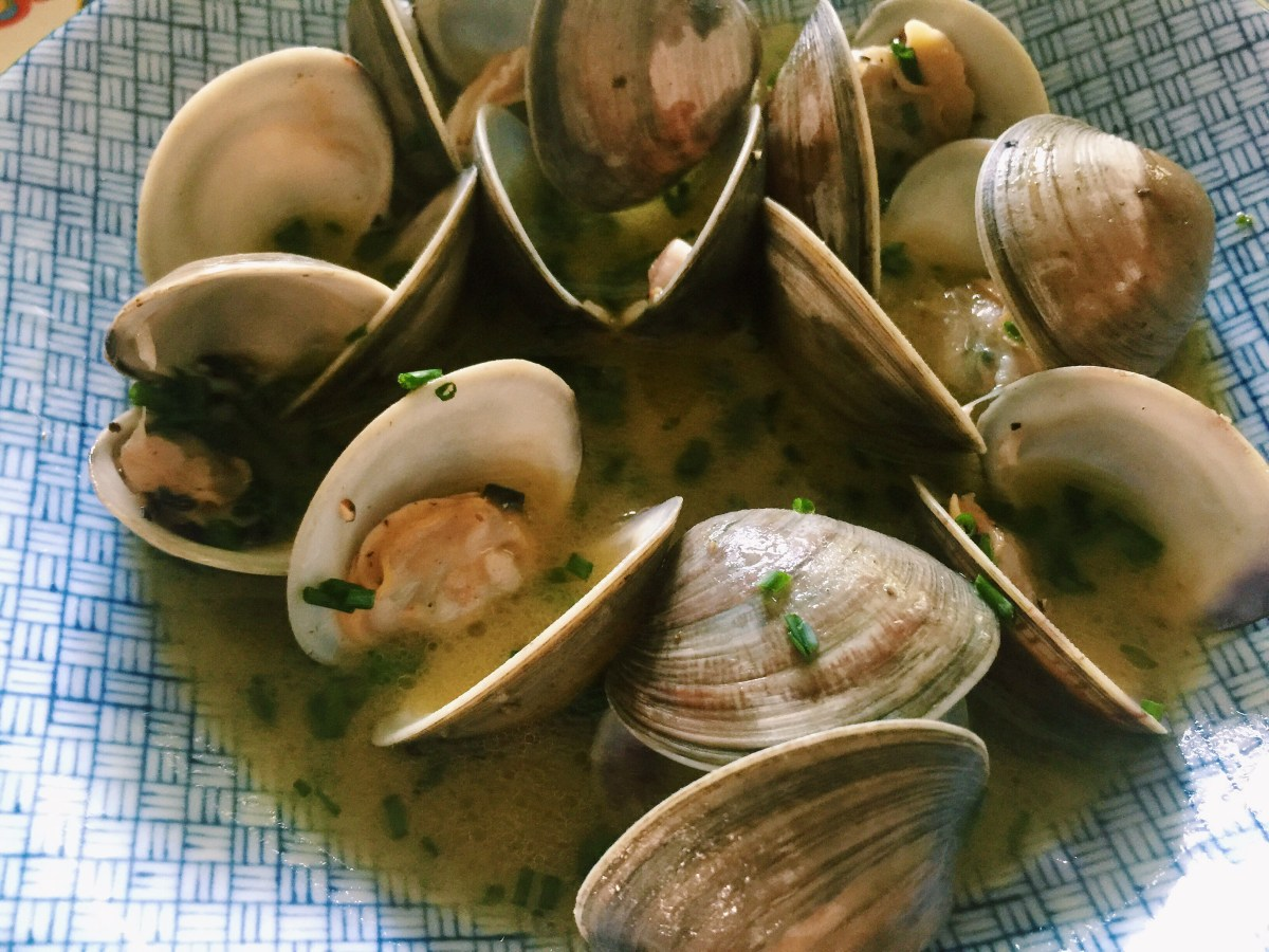 An Okie Girl's take on Littleneck Clams ((in a garlic butter white wine sauce))