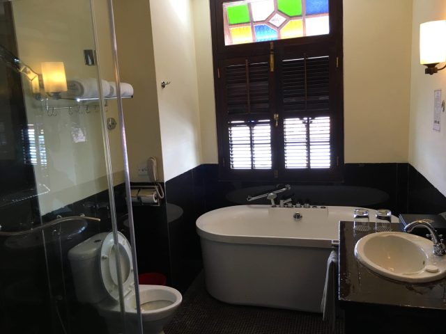 Room Bathroom | Hotel Penaga | Food For Thought