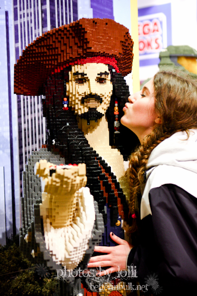 Kissing Captain Jack Sparrow