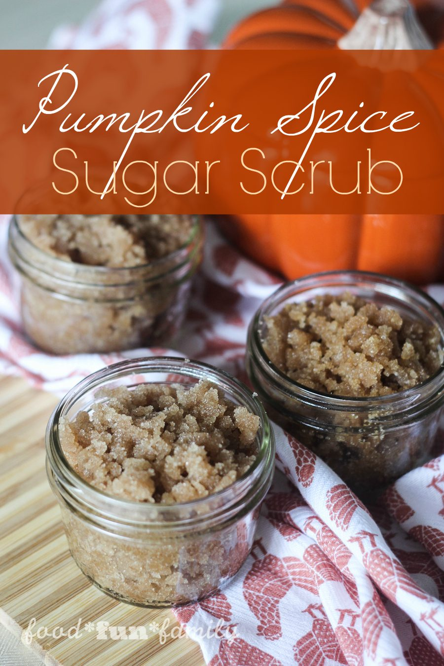 DIY pumpkin spice sugar scrub - this homemade sugar scrub has pumpkin spice and everything nice (and nothing bad!). It makes a great DIY gift that is perfect for fall birthdays and holidays!