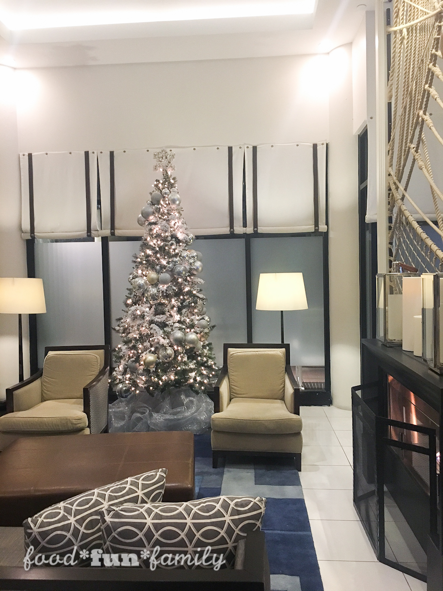 Celebrate the holidays in Annapolis, Maryland! Midnight Madness in Annapolis and a fun new Girls Night Out tradition at the Loews Annapolis Hotel