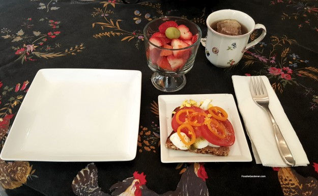 LARGE-PLATE-VERSUS-SMALL-PRETTY-PLATE-for-reducing-food-portions