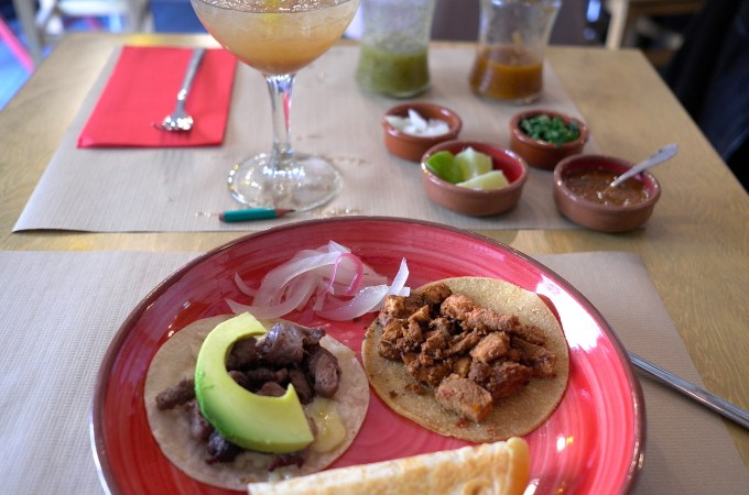 3 taco lunch deal at Tamarindo