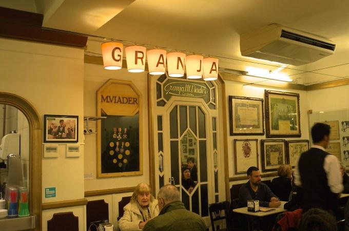 Granja Viader, Inside