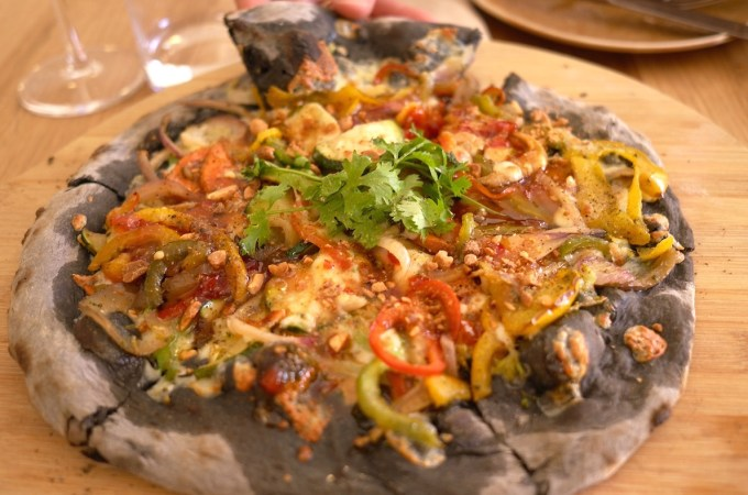 Carbon active Thai pizza