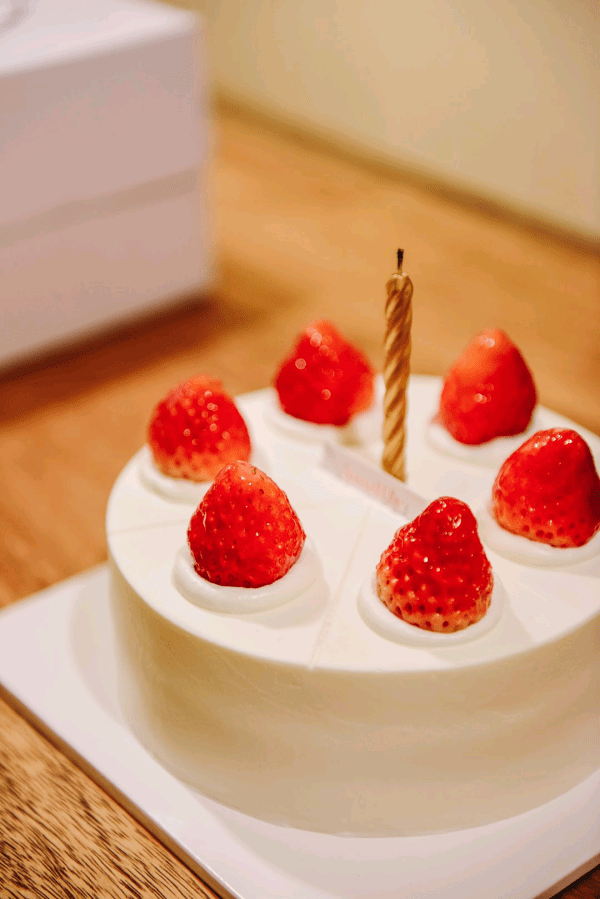 vanilla cake with strawberry