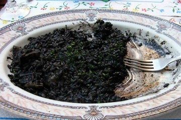 Crni rižoto od sipe prava je delicija