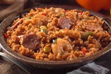 Jambalaya je složeno jelo kreolse i cajun kuhinje s rižom, mesom i plodovima mora