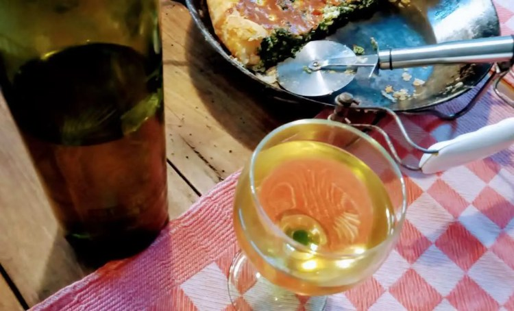Uživamo u lipoj torti s kruškama i crnom vinu te vareniku uz neko lipo bijelo vino
