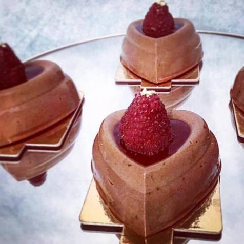 Ti kè an mwen: mousse chocolat noir framboises, insert framboises et gelée framboises