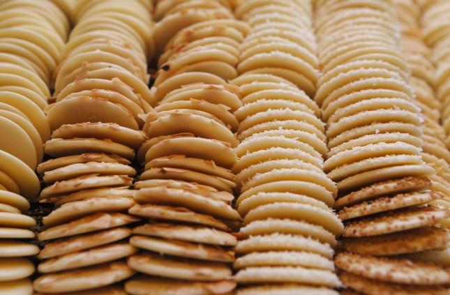 sweet-almond-biscuits-cookies