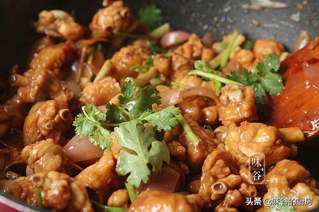 这种鸡翅煲,养又下饭味道很鲜美