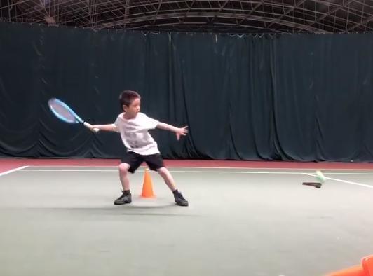 嗯哼变身帅气网球小王子,杜江夸儿子真棒