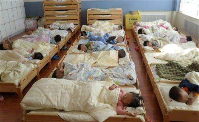 为什么孩子在幼儿园睡觉时,老师让他们头脚相对有3点好处