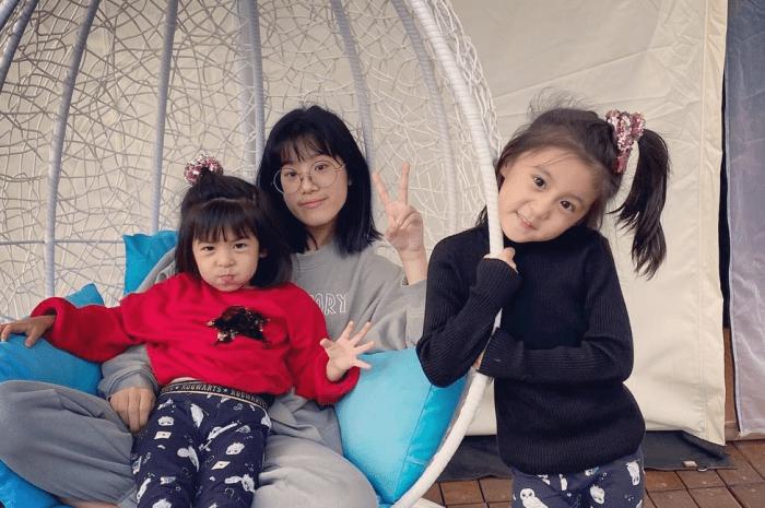 贾静雯携一家五口度假,仨女儿合照颜咘咘最像妈妈