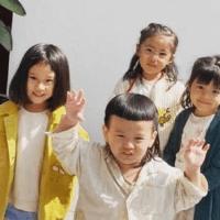 賈靜雯女兒戶外合影,5歲姐姐越長越清秀見到3歲波妞心動了