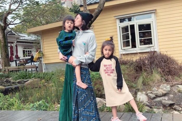 賈靜雯曬女兒近照,咘咘姐姐力爆棚餵妹妹飯太幸福了
