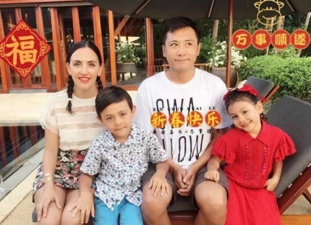 劉燁老婆五一帶兒子外出,十歲諾一長高又變帥