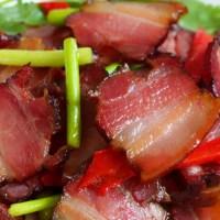 炒腊肉切了就炒不好吃,又硬又咸教您两招,腊肉又软又香