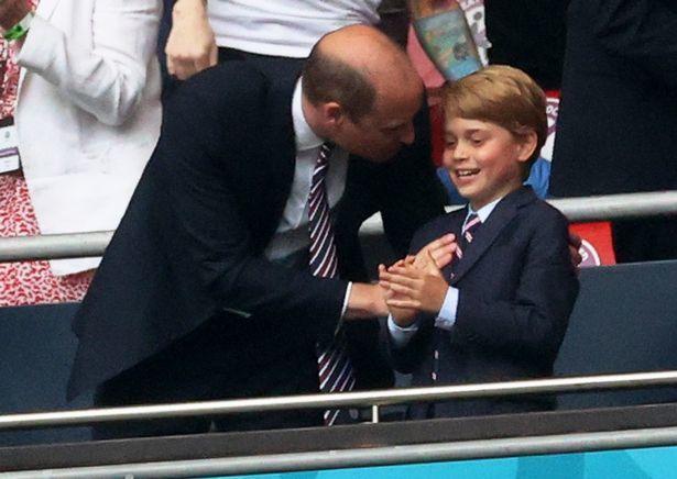 乔治小王子8岁了,凯特熬夜做蛋糕