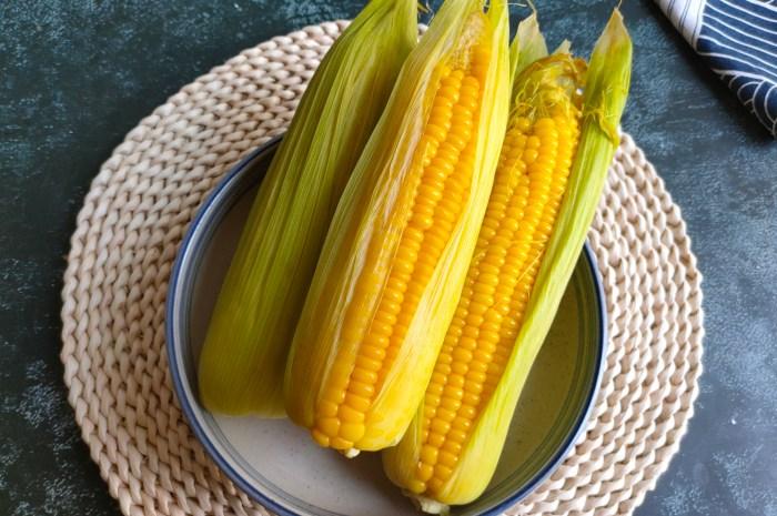 煮玉米切记不要直接下锅煮,记住三个技巧