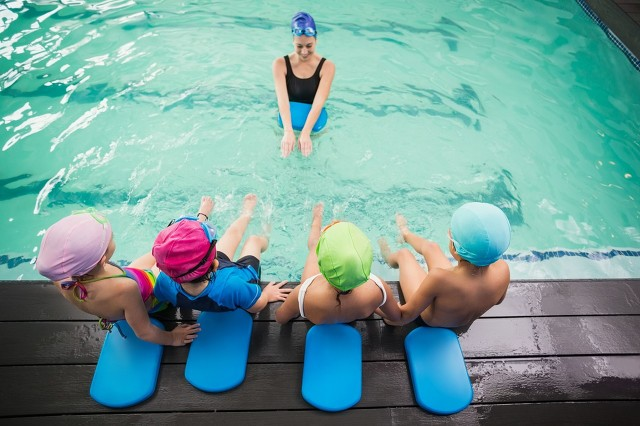 孩子多大学游泳好?学之前弄清楚这几个问题,事半功倍