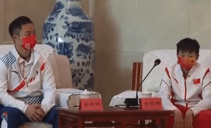 终于现身了,全红婵受湛江市领导接见,回村时关注度太高